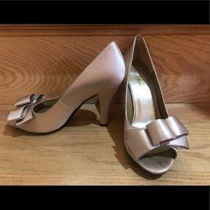 me too Shoes - Nude satin bow peep toe pump